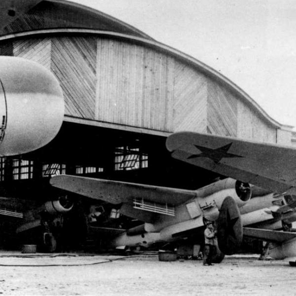 7.Ту-2 на на заводе 166 г.Омск 1942г.