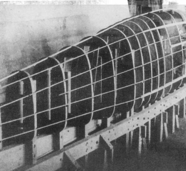 7а.Фюзеляж первого опытного И-2 на сборочном стапеле