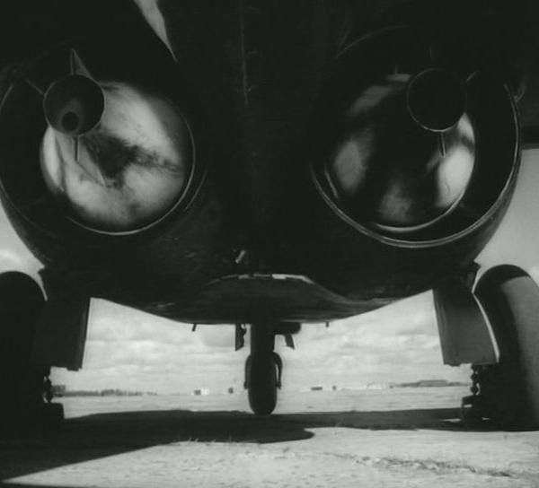 7в.МиГ-9. Вид на двигатели.