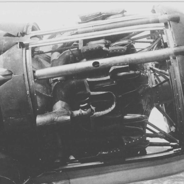 8.Раскапотированный двигатель М-87А на И-28 (Яценко)