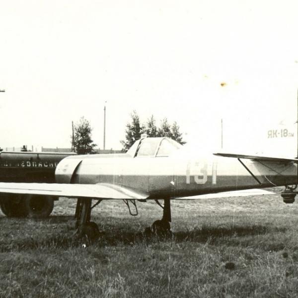 8.Як-18ПМ на стоянке.