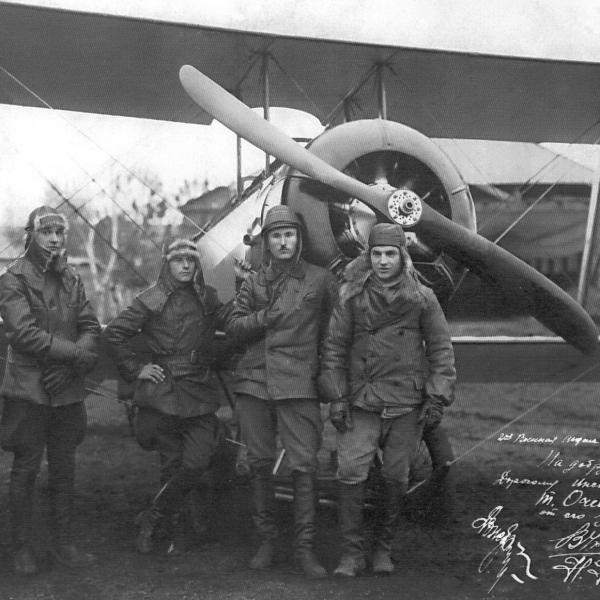 8а.Курсант В.П.Чкалов около самолета У-1.