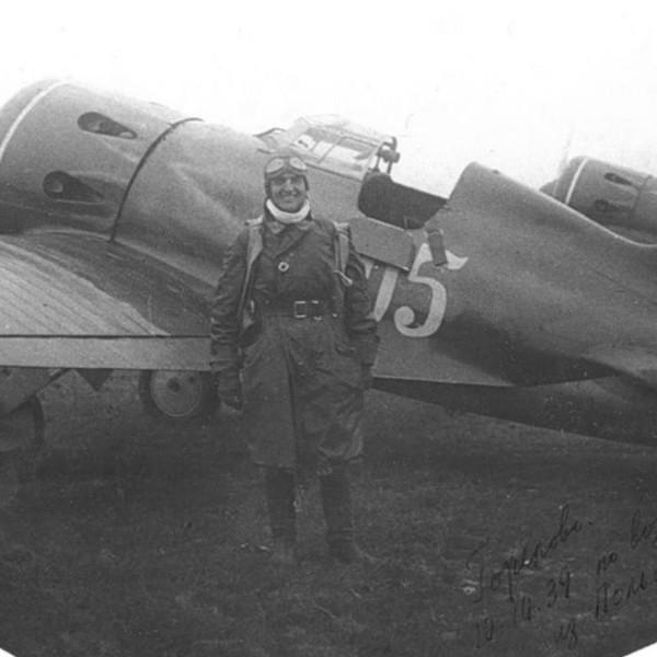 8а.Летчик В.А.Мациевич ококло И-16 тип 5.