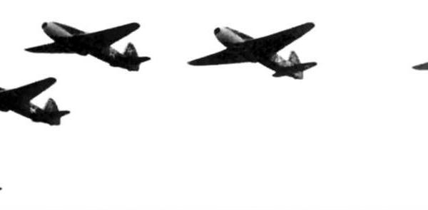 8а.Пятерка Як-15 в полете.