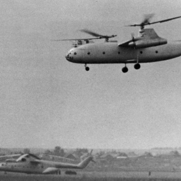 9.Ка-22 заходит на посадку.