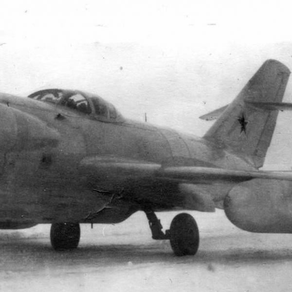 9.Ла-200Б с РЛС Сокол и ПТБ.