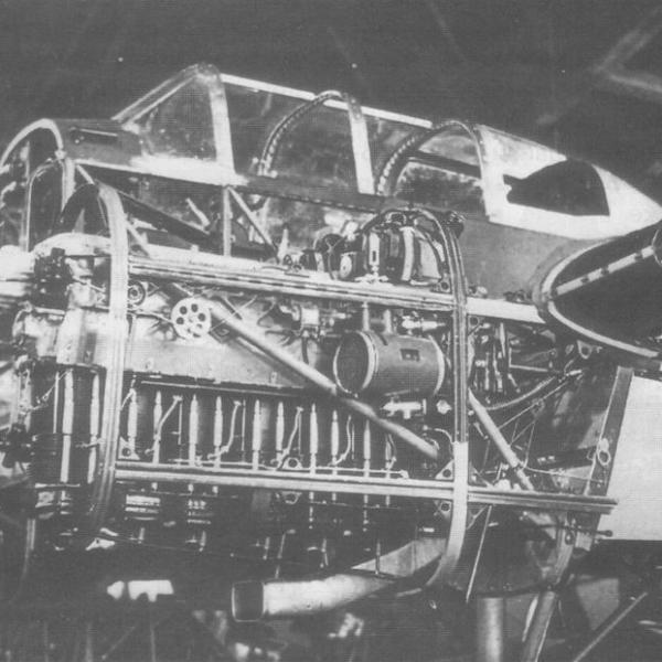 9.Мотор МВ-6А на опытном учебно-тренировочном бомбардировщике УТ-3М (С-17А) во время сборки на заводе N 47.