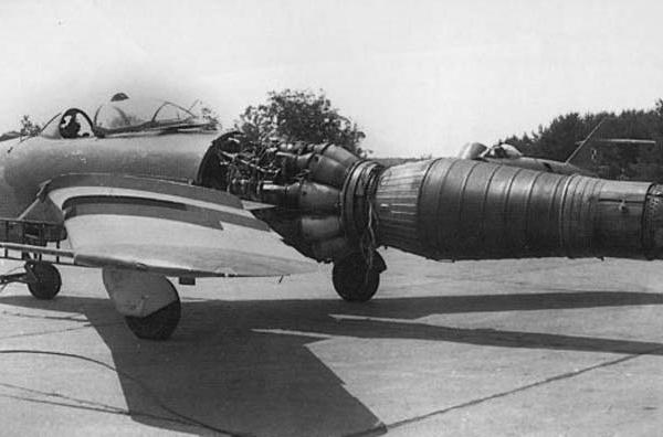 9.Раскапотированный двигатель ВК-1Ф на МиГ-17Ф.