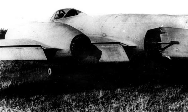 И-211 с выпущенными закрылками и тормозным щитком на фюзеляже.