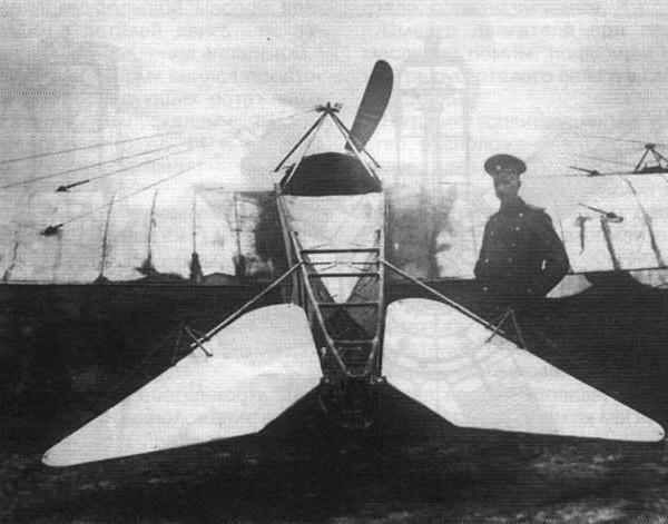 П.Н.Нестерова около своего самолета.