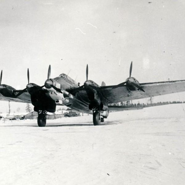 Пе-8 летающая лаборатория по испытанию двигателей АШ-82.