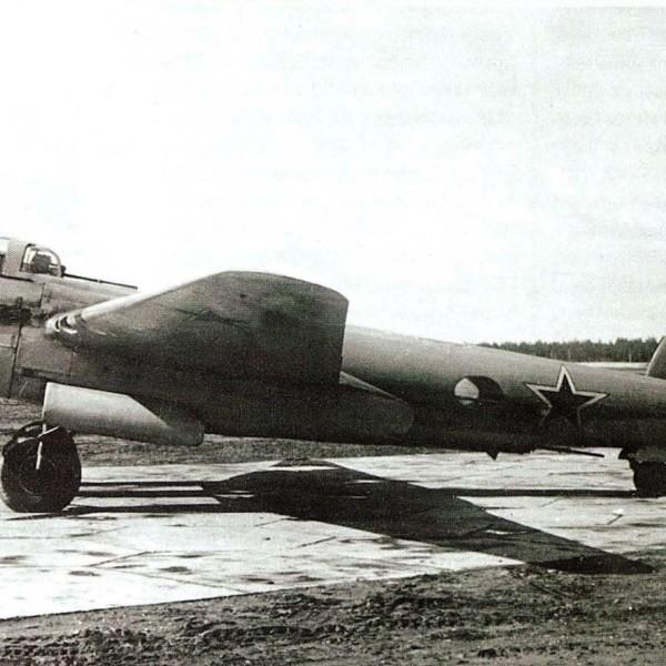 pikiruyushhij-bombardirovshhik-pe-2m