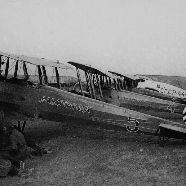 Самолеты У-1 на стоянках.