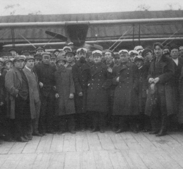 Сдача летающей лодки М-24 Псковитянин на гидроспуске Крестовского острова в июне 1924 г.