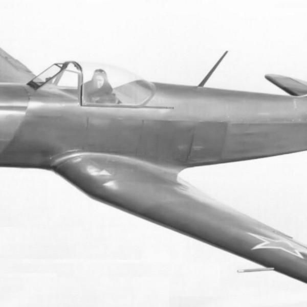 yak-18p-v-polete