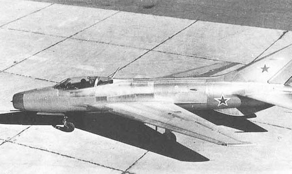 1.Экспериментальный истребитель Е-2.