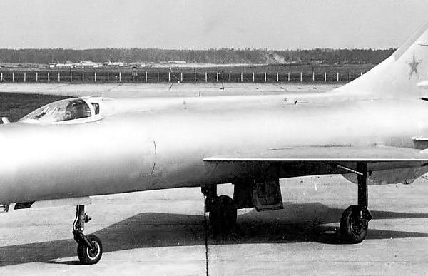 1.Экспериментальный истребитель-перехватчик Е-150.