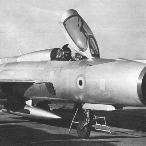 1.МиГ-21ФЛ ВВС Индии на стоянке.