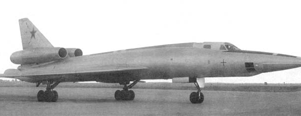1.Один из первых Ту-22Р.