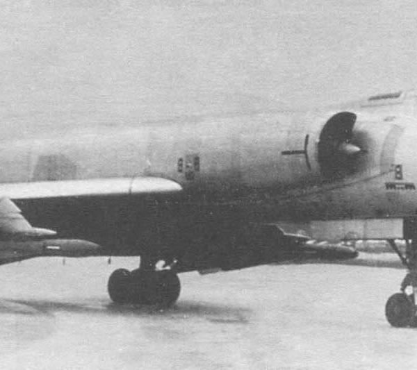 1.Опытный Ту-28 на рулежке.