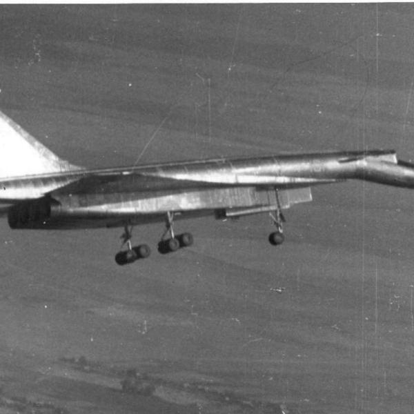 1.Первый полет Т-4.