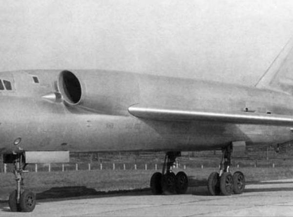 1.Самолет 98 на заводских испытаниях.