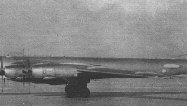 1.Стратегический бомбардировщик-ракетоносец Ту-95К.
