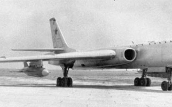 1.Ту-16КСР на стоянке. 1