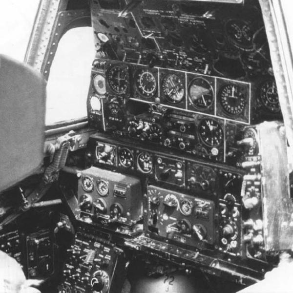 10.Приборная панель штурмана-оператора Ту-128.