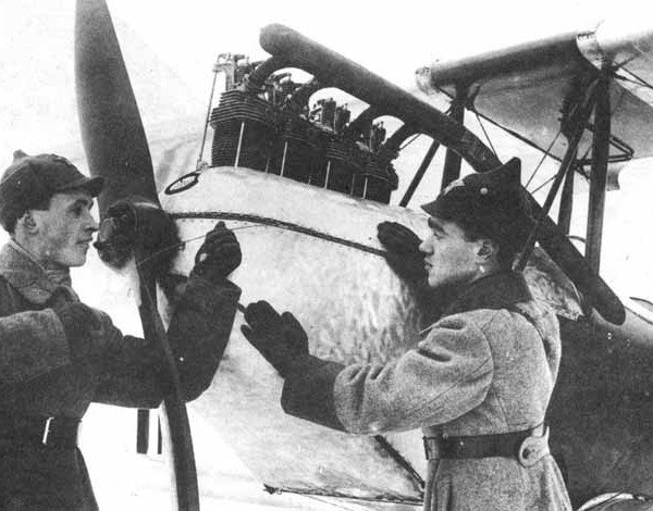 10.Яковлев и мех. Б.Н.Подлесный у АИР-2 с дв.Cirrus М-1.