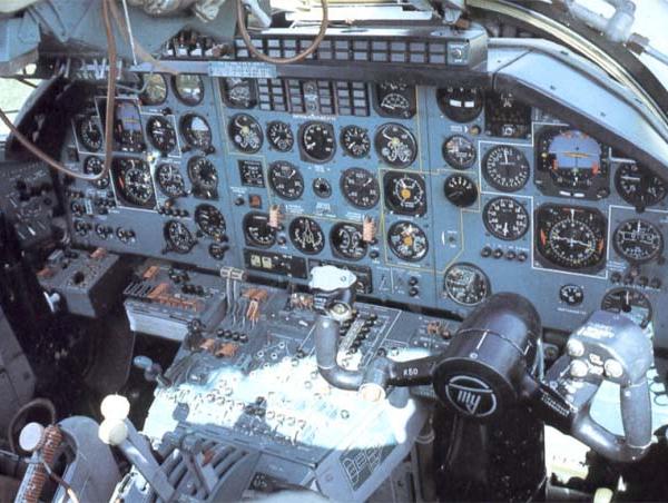 10а.Кабина пилотов Ту-22М2.