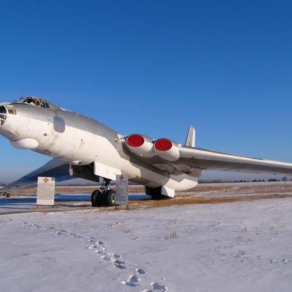 10б.М-4 на авиабазе Украинка. Амурская обл. 2004 г.
