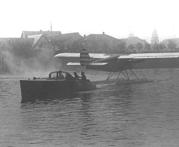 11.Первый опытный экземпляр АИР-6 на поплавковом шасси. 4