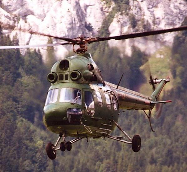 13.Многоцелевой вертолёт Ми-2 в полете