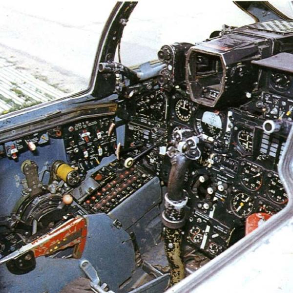 15.Кабина пилота Су-15.
