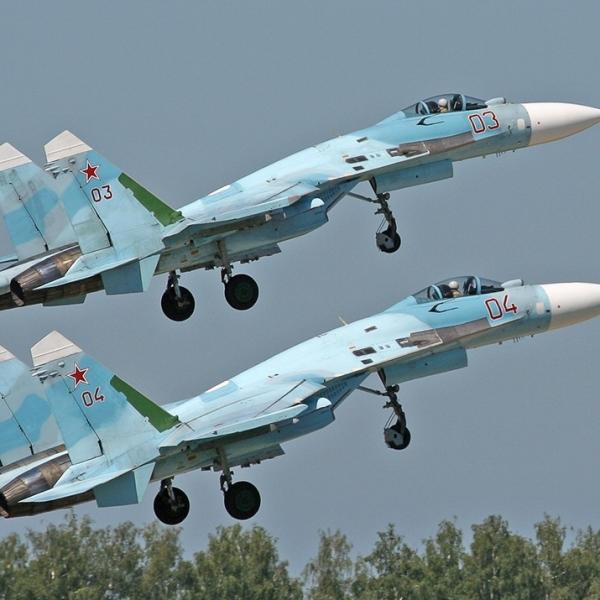 16.На взлёте пара Су-27.