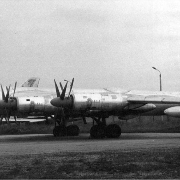 1а.Первый Ту-95М.
