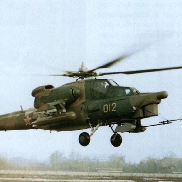 2.Первый опытный Ми-28 в полете.
