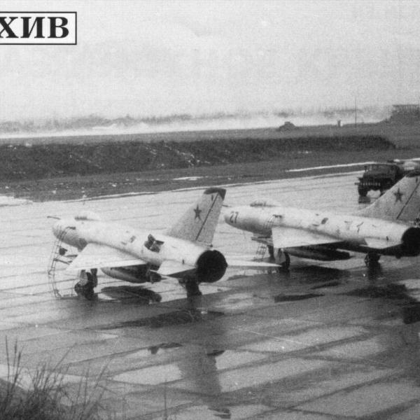 2.Су-7БМ ВВС СССР на стоянках.
