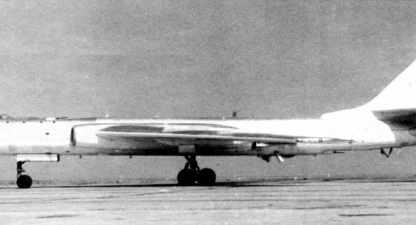 2.Ту-16Е со станцией СПС-100.