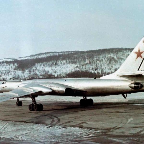 2.Ту-16К-10 на рулежке.