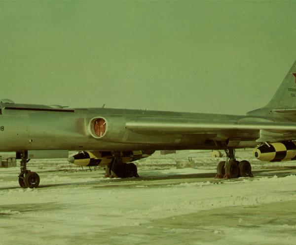 2.Ту-16КСР на стоянке.