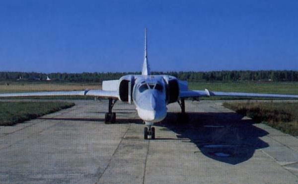 2.Ту-22М2 на рулежке.