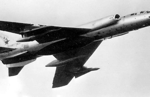2.Ту-28-80 в полете.