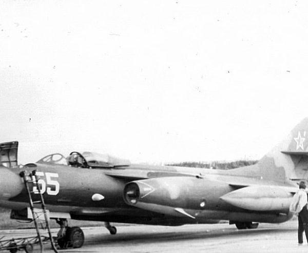 2.Як-28ПП 151го авиаполка РЭБ на стоянке.