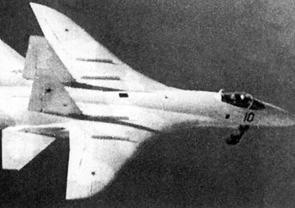 2а.Т-10-1 в полете.
