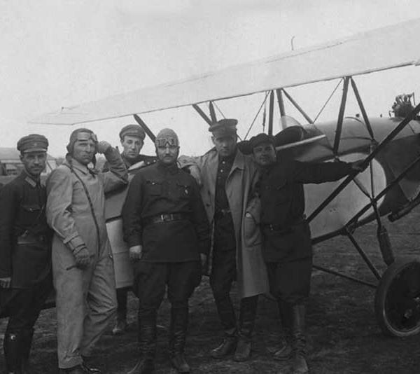 3.АИР-4 с двигателем Walter NZ-60. 3-й слева Пионтковский 2-й справа Яковлев.
