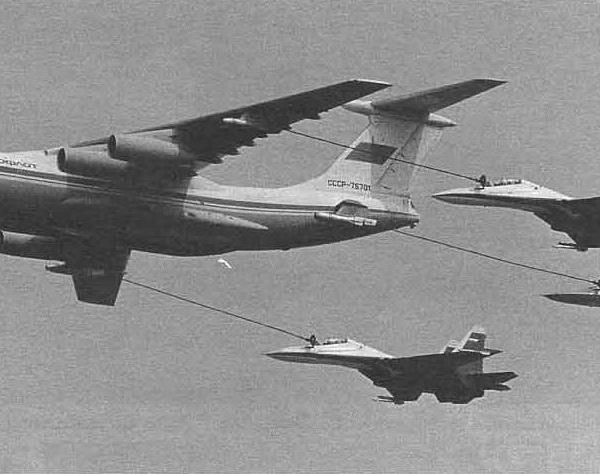 3.Имитация дозаправки одного Су-34 и двух Су-30 от Ил-78М.