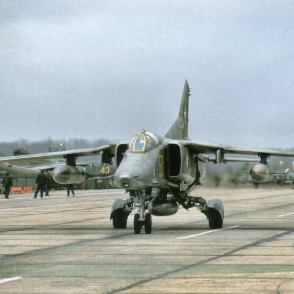 3.МиГ-27М из состава 19-го ГвАПИБ. Западная группа войск. Авиабаза Лерц, 1992 г. фото2.