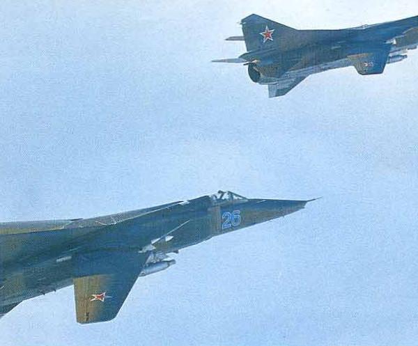 3.Пара МиГ-23БН в полете.